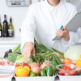 ②食事は栄養士が献立を考えます